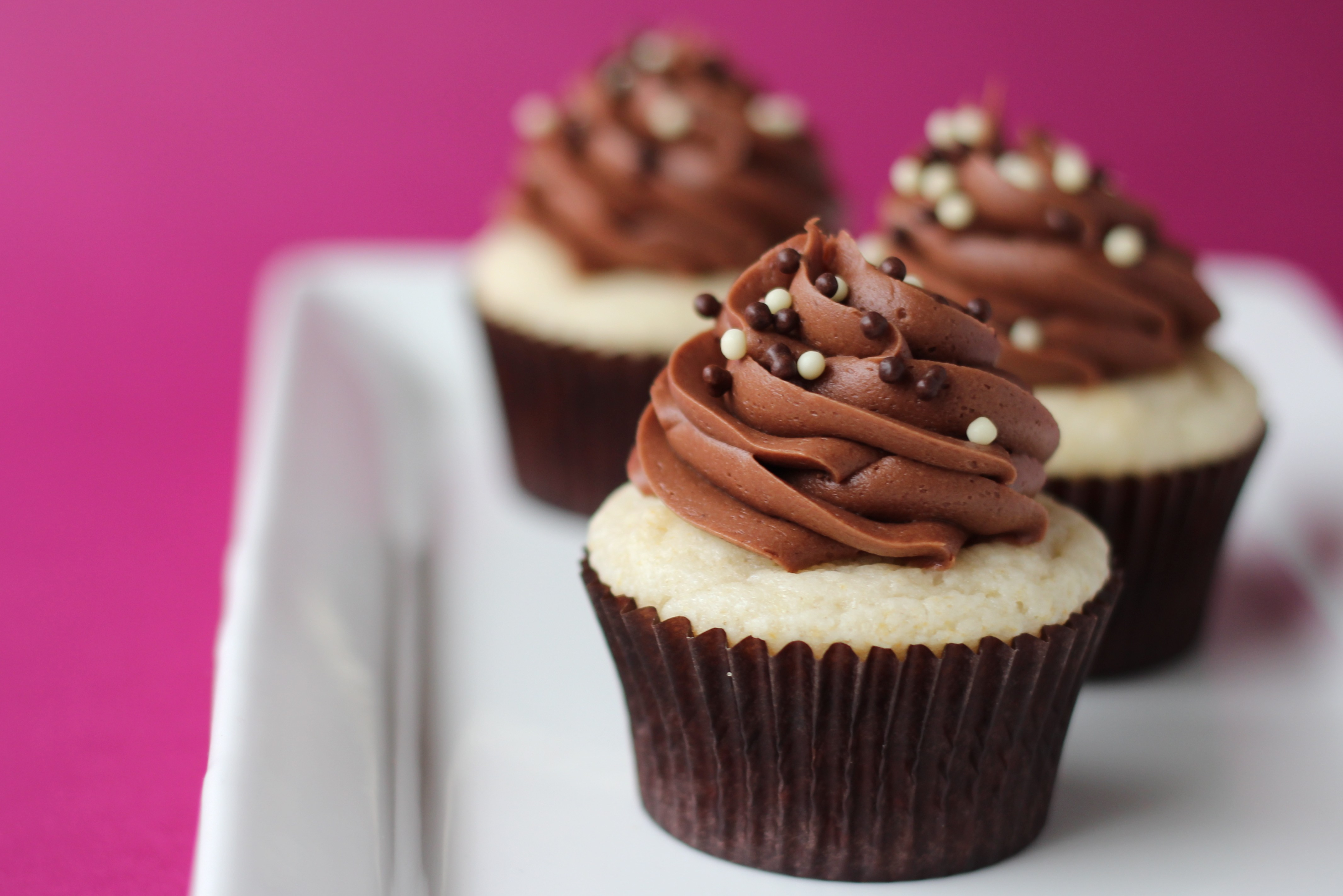 vanilla cupcakes with