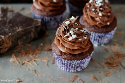Cupcakes with Sweet Mascarpone Filling