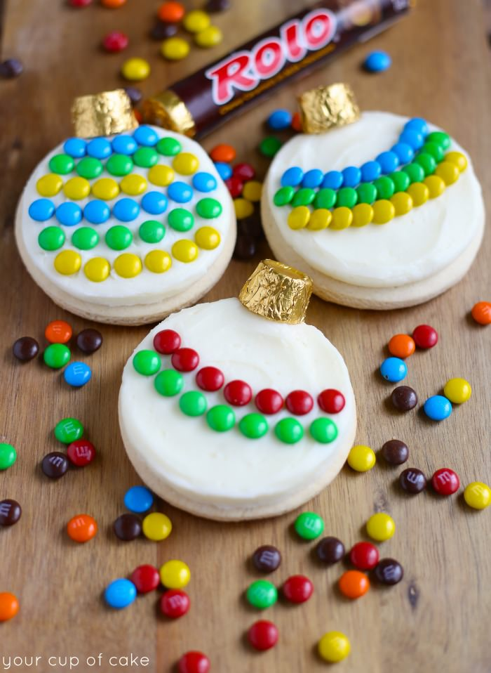 Decorating Christmas Cookies.Decorating Ornamant Sugar Cookies