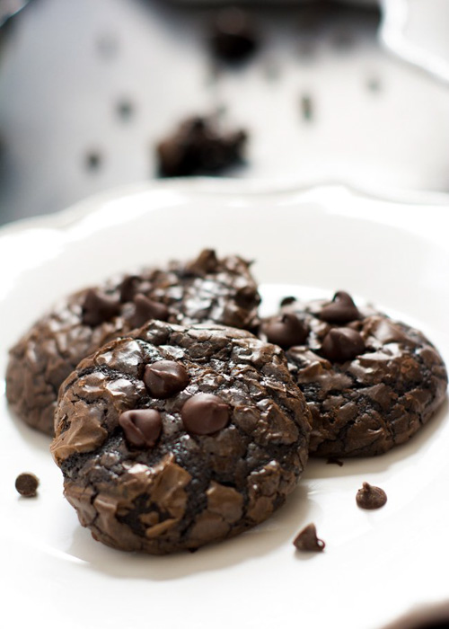 Flourless Peanut Butter Chocolate Cookies | The Housewife in Training Files (Pictured Below)