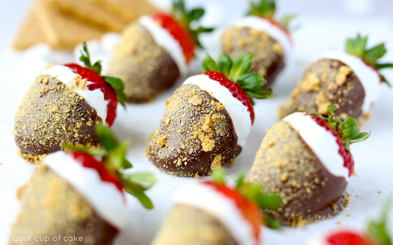 S'mores Strawberries are my new favorite!  Yum!