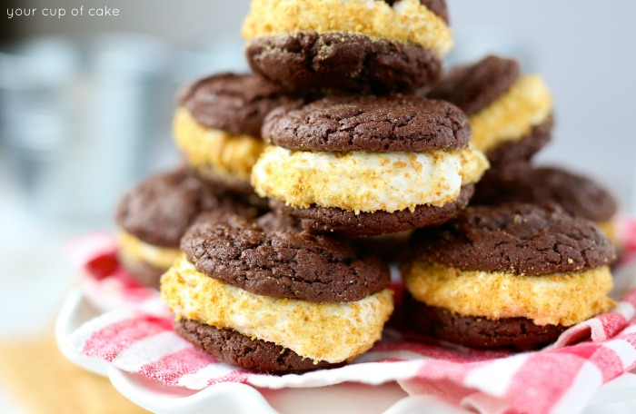 S'mOREOs! A homemade Oreo with marshmallow cream cheese filling and graham cracker crumbs, so perfect for summer!