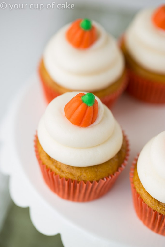 Classic Pumpkin Cupcakes with Creamy Cream Cheese Frosting
