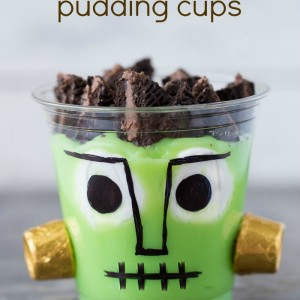 Frankenstein Pudding Cups using banana pudding, Oreos and Rolos! So cute and perfect for the kids!