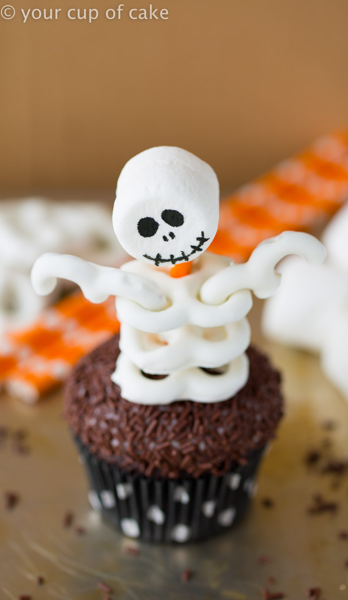 Skeleton Cupcakes for Halloween made with pretzels and marshmallows, so fun!