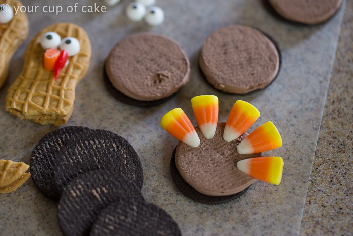 Using Oreos to make Turkey Cupcakes