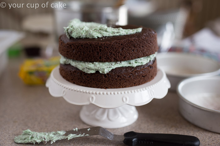How to decorate an easy layer cake