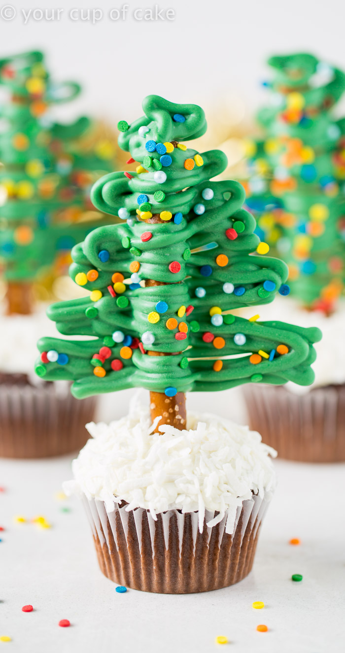 How to make easy Christmas Tree Cupcakes using Pretzels! So fun!