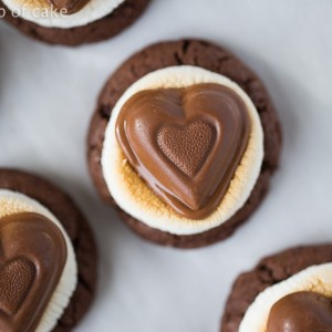 Only 5 ingredients to these Melting Heart Marshmallow Cookies for Valentine's Day!