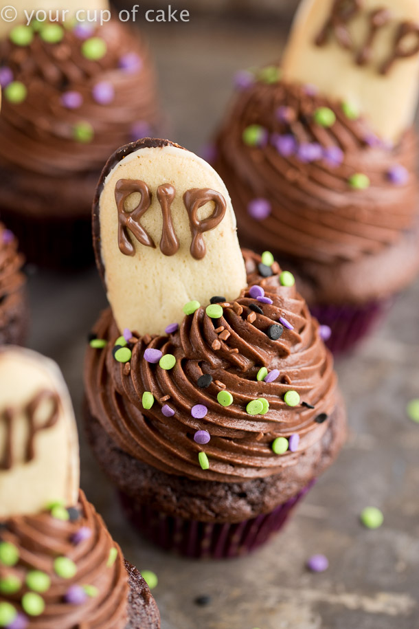 Graveyard Cupcakes to make with your kids for Halloween
