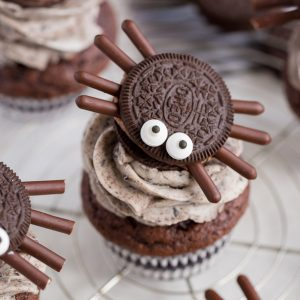Halloween Oreo Spider Cupcakes that kids can help make