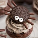 Halloween Oreo Spider Cupcakes -Easy Spooky Spiders
