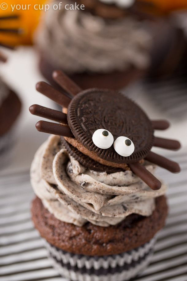 Cute Oreo Spiders for Halloween easy treats