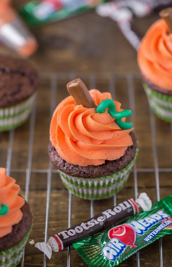 Pumpkin Swirl Cupcakes an easy halloween dessert