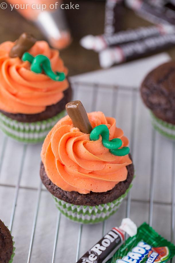 How to make cute Halloween Pumpkin Swirl Cupcakes for kids