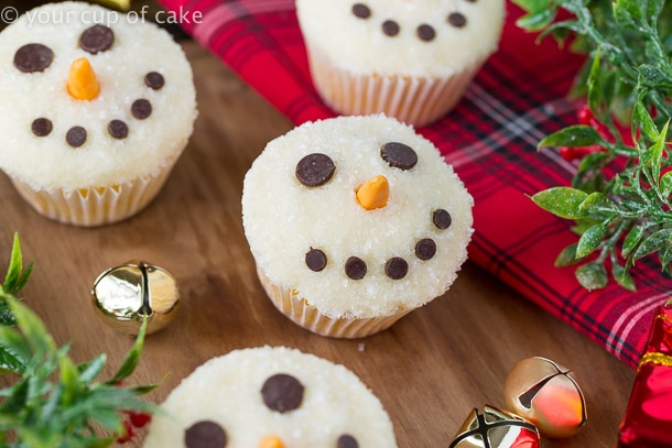 Easy to Make Snowman Cupcakes for Christmas, the kids will love helping you decorate these!