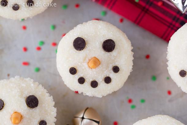 Easy Snowman Cupcakes for Chrismas