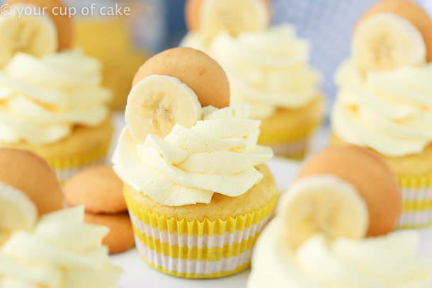 Super Easy Banana Cream Cupcakes with fluffy whipped cream frosting