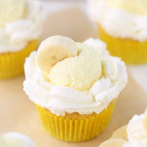 Banana Cream Pie Cupcakes made with pudding mix!