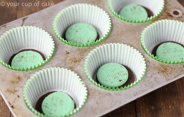 How to make Oreo Cupcakes with Oreos Baked on the Bottom