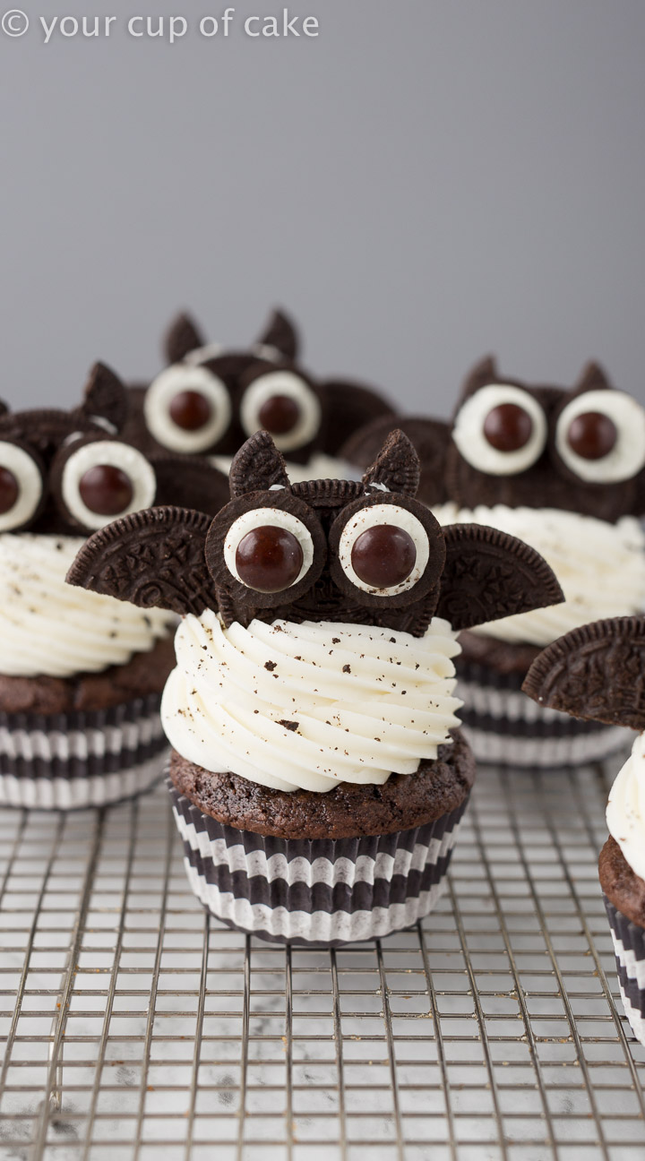 Best Halloween treat! Oreo Bat Cupcakes
