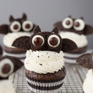 Oreo Bat Cupcakes for Halloween, cute, spooky and kid friendly!