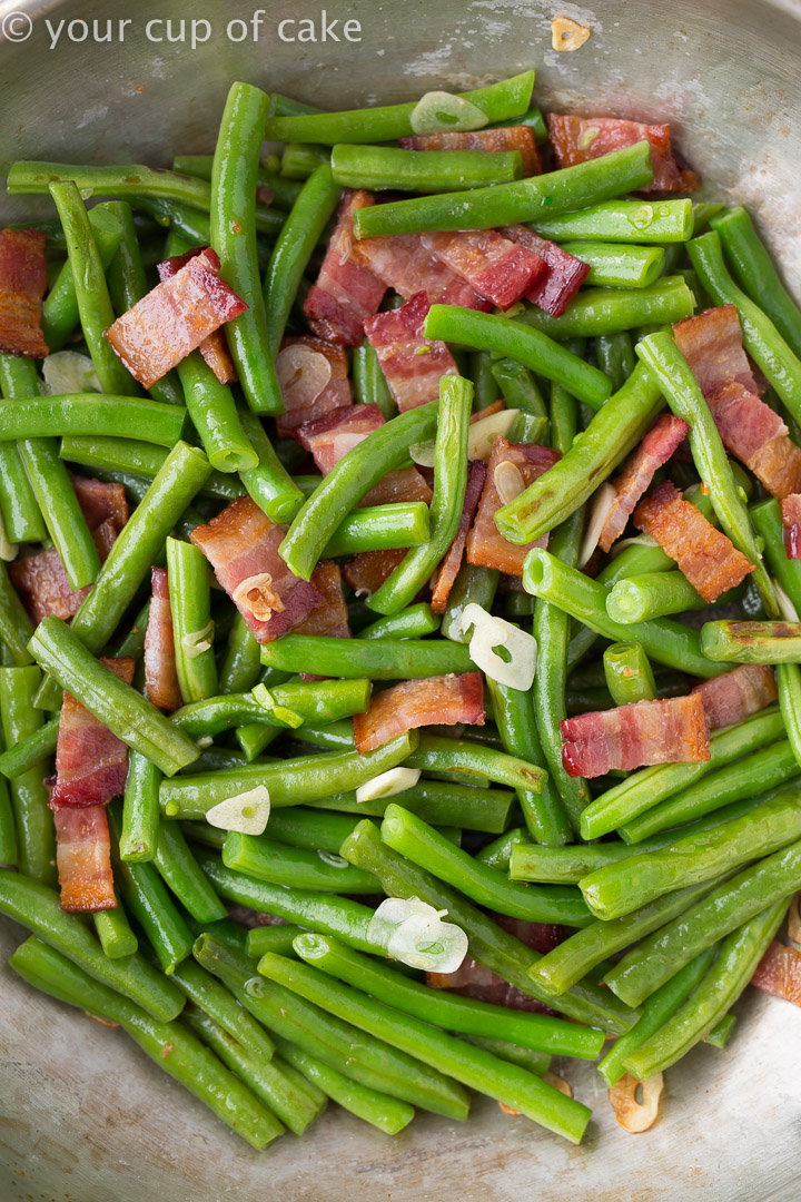 The best Thanksgiving Side Dish: Bacon Garlic Green Beans
