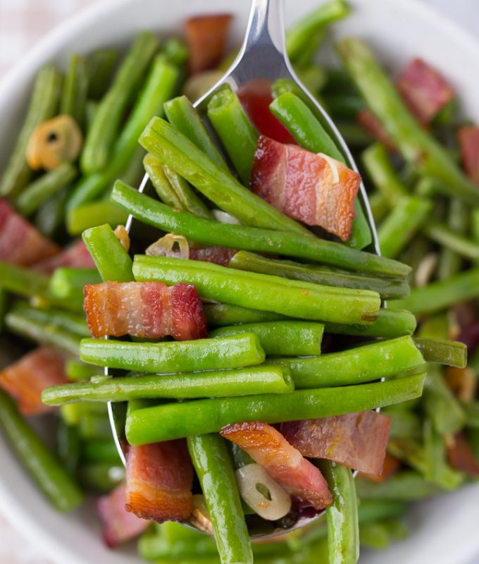 My FAVORITE side dish to make Bacon Garlic Green Beans