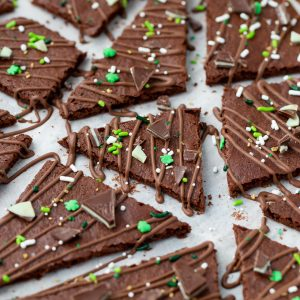 LOVE this recipe for Chocolate Mint Brownie Bark