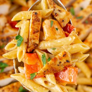 LOVE this easy recipe! One Pot Creamy Cajun Chicken Alfredo