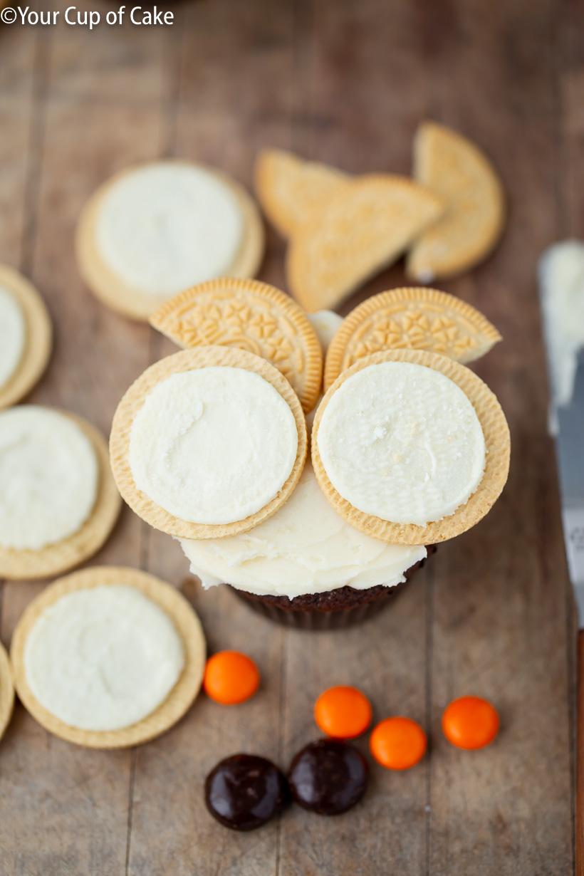 Cómo hacer cupcakes fáciles de búho de Oreo