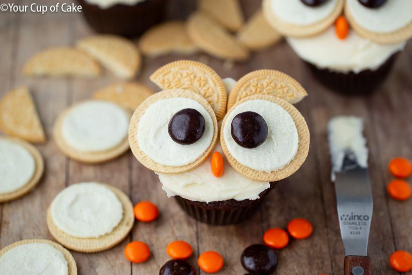 Cupcake Décorer avec des enfants! Ces petits gâteaux faciles de chouette d'Oreo sont si mignons!