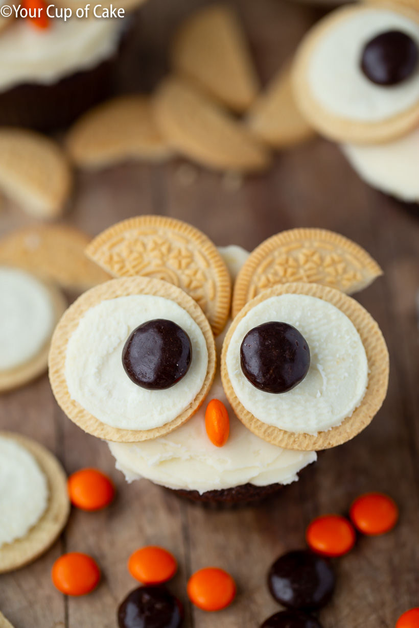 Love this cupcake decorating idea for kids, Easy Oreo Owl Cupcakes!