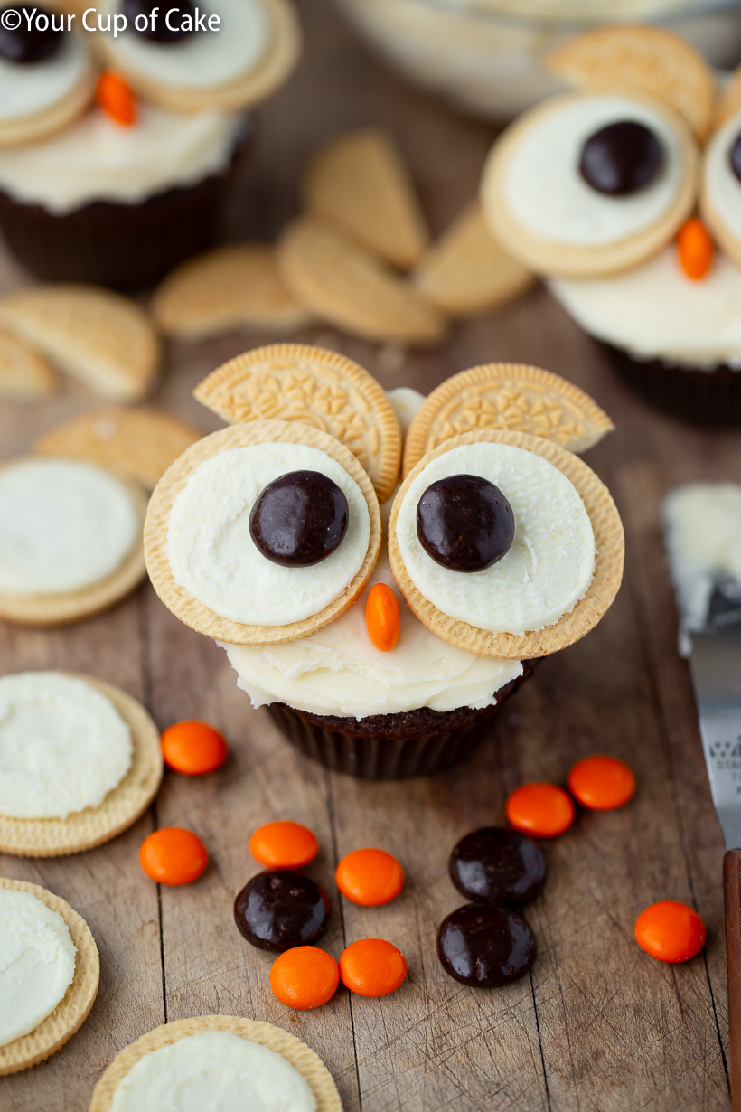 Cupcake decorating for kids! Easy Oreo Owl Cupcakes