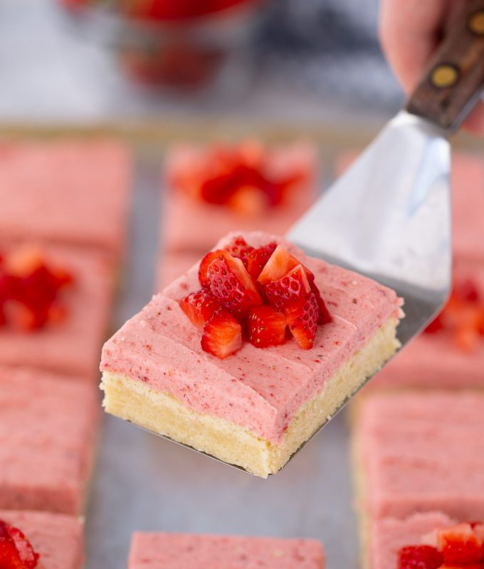 LOVE this recipe for Strawberry Sugar Cookie Bars