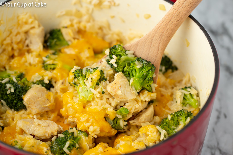 Quick and easy 1 Pot Cheesy Chicken Rice & Broccoli