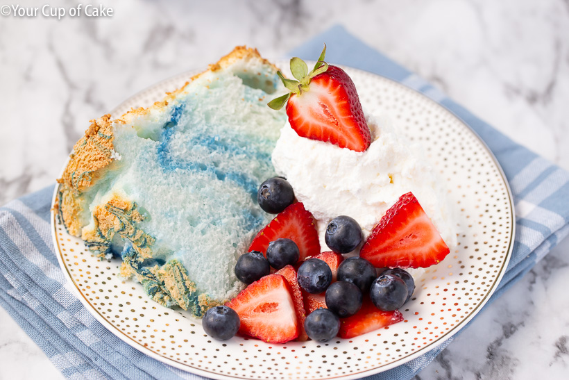 So cute and SO EASY! 4th of July Angel Food Cake