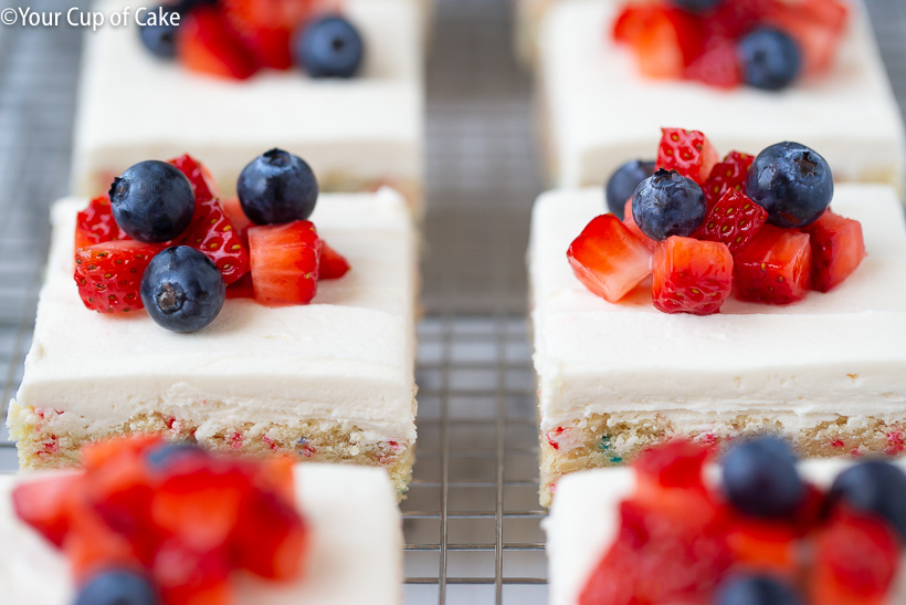 These 4th of July Sugar Cookie Bars are AMAZING!