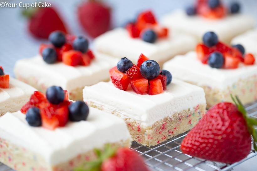 AMAZING 4th of July Sugar Cookie Bars for a patriotic dessert