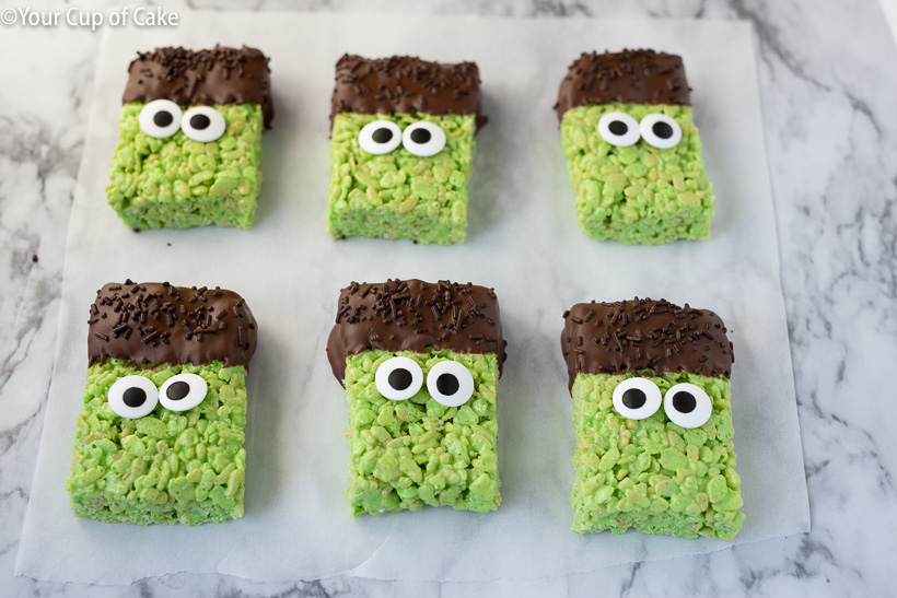 How to turn Rice Krispie Treats into little Frankensteins! So cute for Halloween!