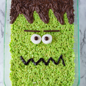 Turn a pan of regular rice krispies into a BIG Frankenstein Rice Krispie Treat for Halloween! I love an easy no-bake recipe!